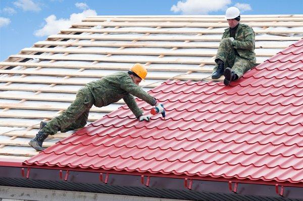 Монтаж кровли и ремонт крыши дома из черепицы